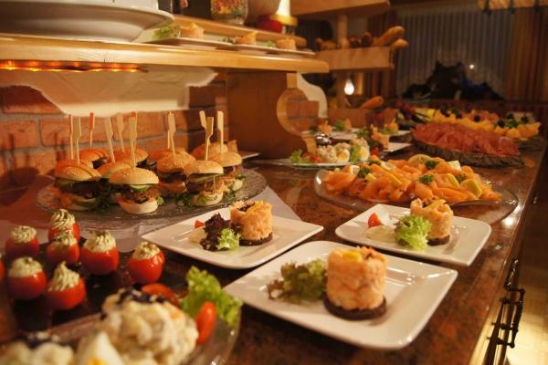 kulinarik-vorspeisenbuffet276768703-B32D-A2BB-6DEE-6EBA80D644CD.jpg