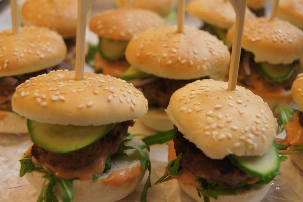 mini-burger5541AD6D-D17D-22B7-9666-09E7B7297866.jpg